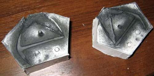 Две половинки формы покрыты графитом и готовы к использованию